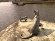 Singapura cat statues